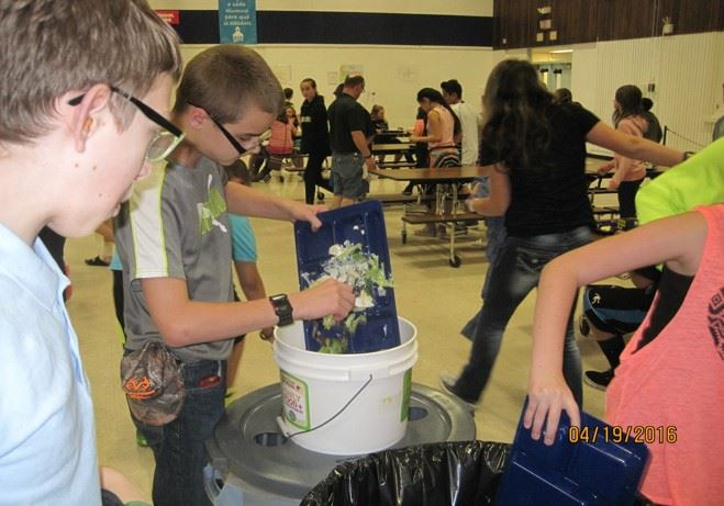 Bethel students collect food waste in their cafeteria