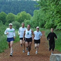 runners on amazon trail